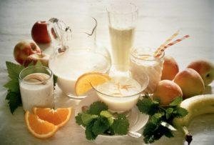 молоко и фрукты