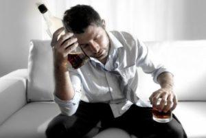 мужчина с виски